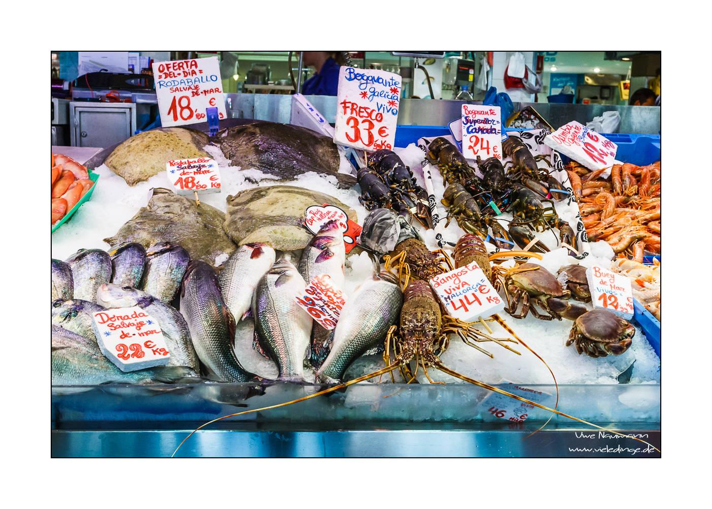 Auslage eines Fischhändlers im Mercat de L'Olivar